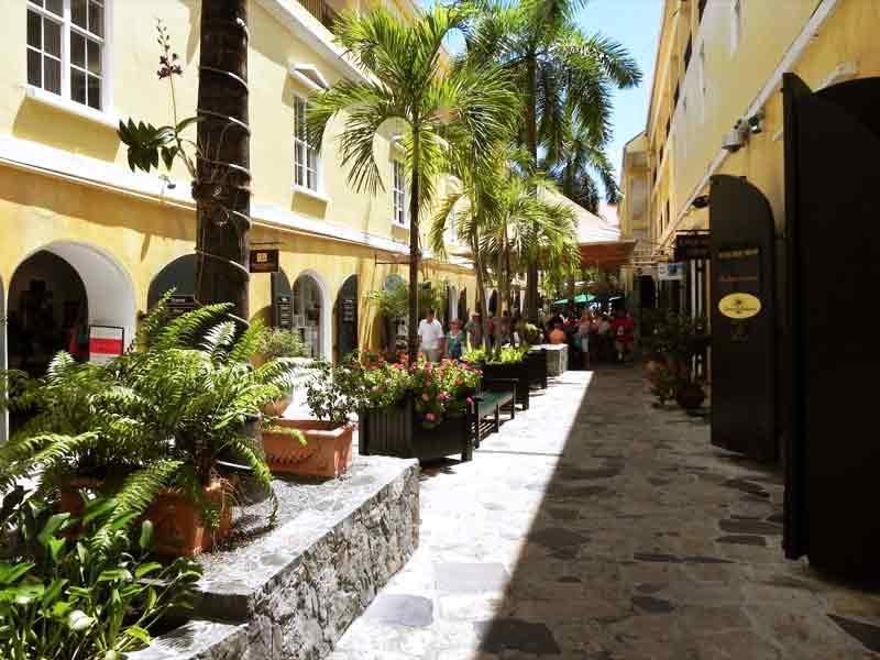 St.thomas Charlotte Amalie Palm Passage Shopping 2–photo By R.rosado © Iqcruising.com 1